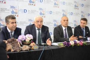 Alex Popov (second from left) answering questions during the joint WDMF and JTR press conference at the Istanbul Jewelry Show. At the head table are, from left: Cetin Ali Donmez, Vice President, Borsa Istanbul; Alex Popov, Chairman WDMF; Ayhan Guner, Chairman JTR and Mustafa Atayik, JTR Vice Chairman.